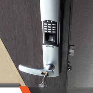 Puertas de Seguridad con Cerradura Biométrica 4K